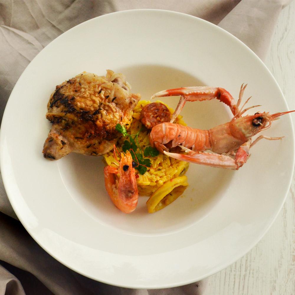présentation d'une assiette de paella servie pour un mariage