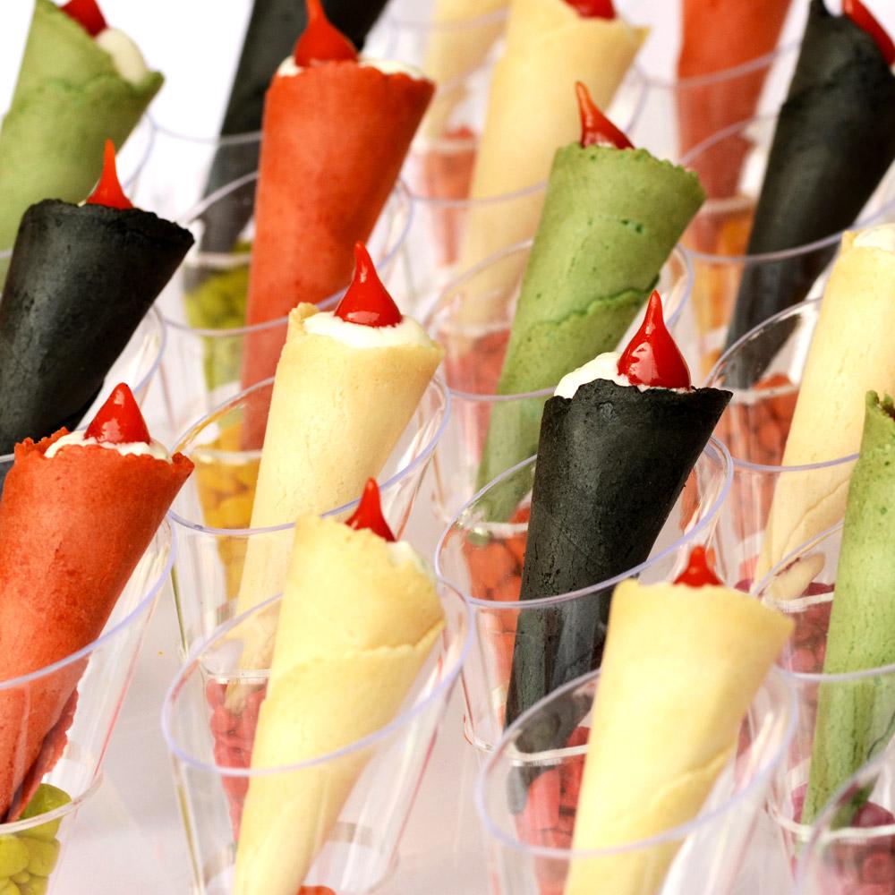 mise en vant des cones de légumes disposés sur un support en plexiglass